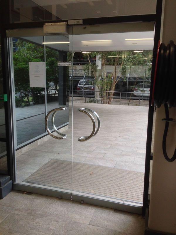 commercial-glass-door3CDB8CB6-635D-000B-91CC-C4B923A75DFF.jpg