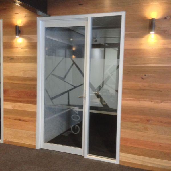 commercial-glass-doors289A714C1-62A8-4014-26B6-5FD062E18512.jpg