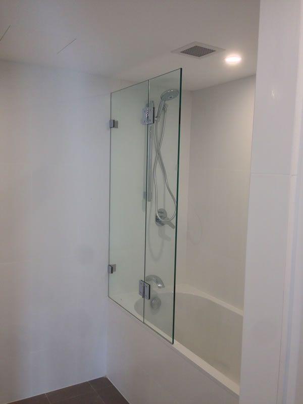 frameless-bath-screen62C069EF-3DC9-FF91-0365-0DC6EF05CFA1.jpg