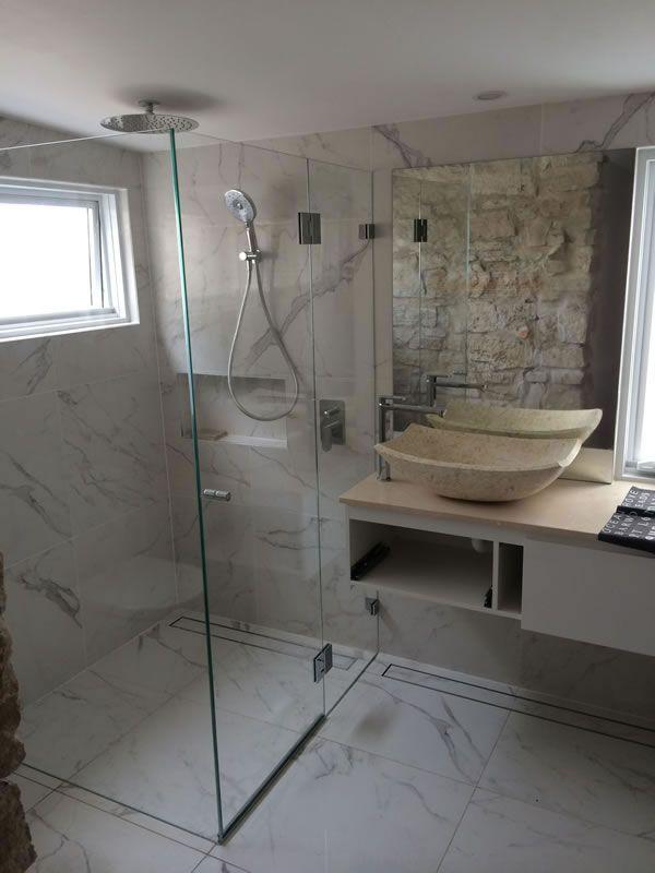 frameless-shower-screen45D560DE-D1C7-3A68-D081-428C09C8A23D.jpg