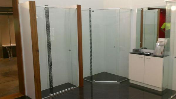 showerscreens180087052-196F-6D5E-1C74-703A27FBBB15.jpg