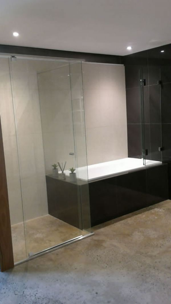 bath-shower-screen7D8D56D5-9CDC-AD67-9503-4C0989F6A0F2.jpg