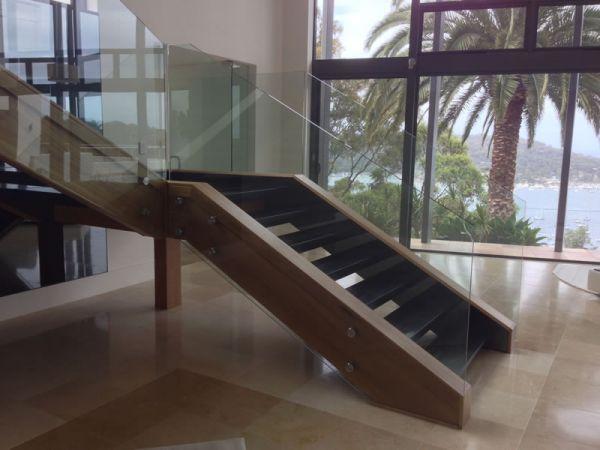 frameless-glass-balustrade2724FFEEE-6A9F-6305-E9B3-69733EE05F5A.jpg